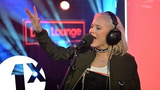 Zara Larsson covers TLC's No Scrubs in the 1Xtra Live Lounge