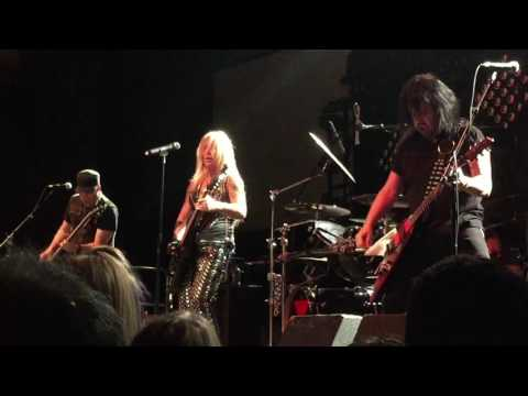 Lita Ford - Playin' With Fire (live)
