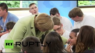 Baixar Germany: Merkel reduces young Palestinian refugee to tears