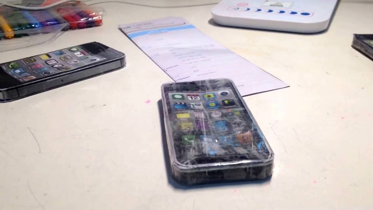 Papercraft Covering papercraft iPhone 3GS with 3 layers of clear tape