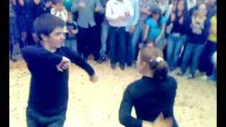 дагестанская лезгинка- две девушки зажгли на свадьбе