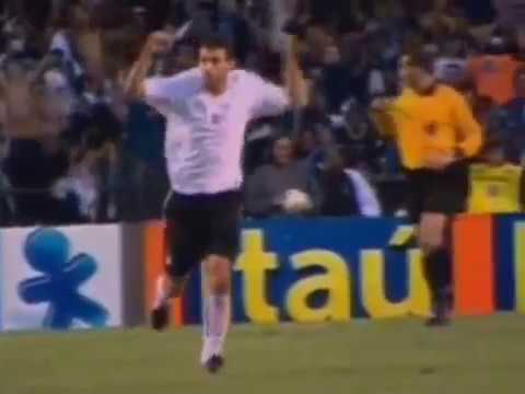 Em 2005, Corinthians supera o Palmeiras por 3 a 1 pelo Campeonato Brasileiro .
