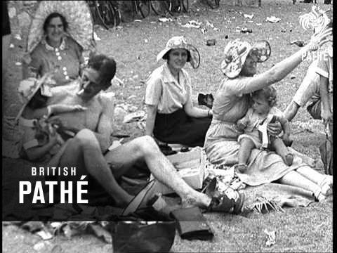 Bank Holiday On Killiney Beach (1937)