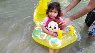 Ayşe Ebrar Niloya ile Yüzmeyi Öğreniyor. Eğlenceli Çocuk Videosu