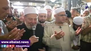الأزهرى ونعينع والجمل يؤدون صلاة الجنازة على عبدالحكيم عبداللطيف.. فيديو