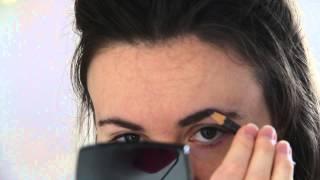 Нарисовать брови карандашом для глаз | BeautyGuild(Beauty-эксперт Вера Shtukensia сегодня показывает, как оформить брови с помощью серого карандаша для глаз ❤Красота..., 2015-06-29T09:33:34.000Z)