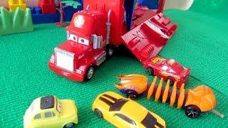 Игрушечные машинки и Трейлер грузовик Мак. Видео с игрушками