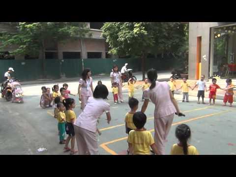 giờ thể dục buổi sáng của các bé mẫu giáo tại cơ sở 2