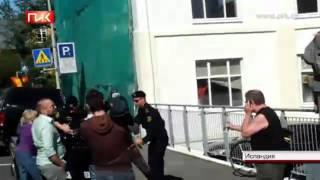 Элайджа Вуд за свободу Pussy Riot(Освободить участниц Pussy Riot. К этому призыву присоединяется все больше знаменитостей. В поддержку арестован..., 2012-08-12T16:18:30.000Z)