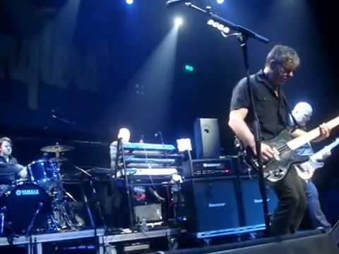 THE STRANGLERS - WALK ON BY LIVE THESSALONIKI FIX 2015 lyrics