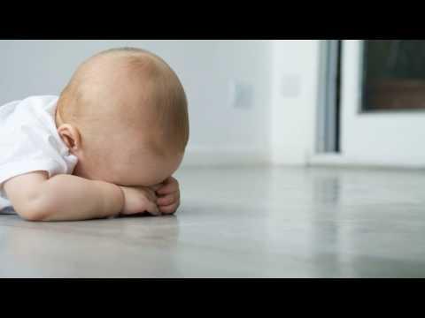 Как отучить ребенка спать на руках?
