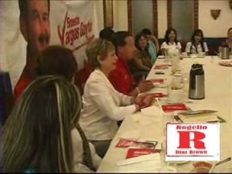 Rogelio Diaz Brown en platica con mujeres emprende...