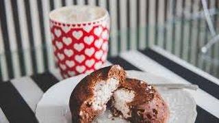 Шоколадные маффины с творожными шариками. Маффины с  сюрпризом внутри.Как приготовить маффины.