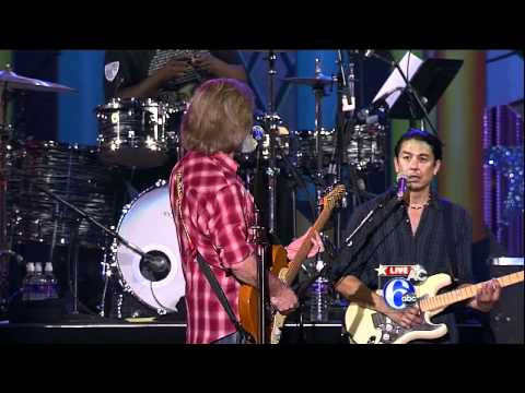 """Daryl Hall with Queen Latifah & The Roots - """"Rich Girl""""/""""Sara Smile"""" - Live in Philly July 4 2012"""