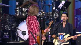 "Daryl Hall with Queen Latifah & The Roots - ""Rich Girl""/""Sara Smile"" - Live in Philly July 4 2012"