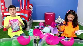 Gelli Baff Surprise Toys Challenge with Santa Claus Pretend Play