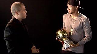 Neymar recebe prêmio de melhor jogador brasileiro atuando na Europa