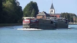 Une péniche  troubadour au canal