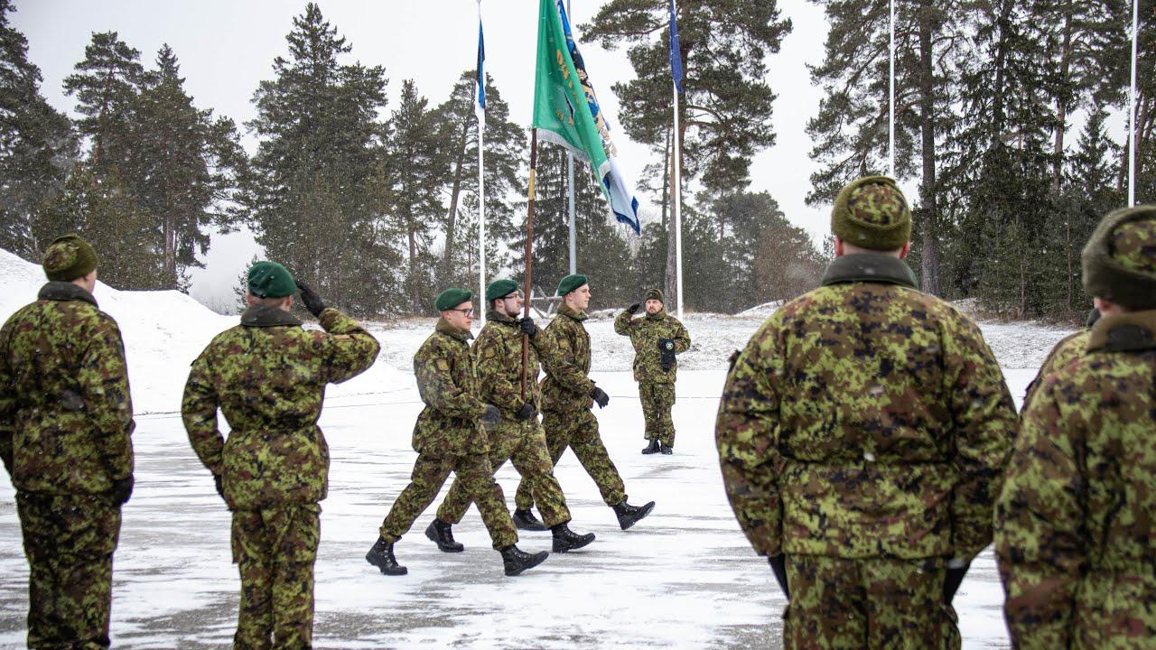 Küberväejuhatuse talvise kutse sõduri baaskursus lõppes piduliku rivistusega