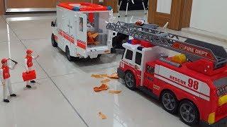Ambulans arabasında yangın çıkıyor İtfaiye arabası yangını söndürüyor Polis arabası da olay yerinde.