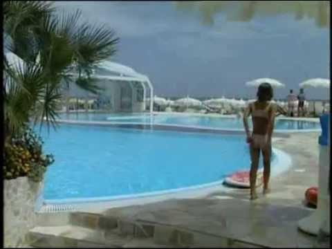 Bagno holiday village youtube - Bagno zefiro milano marittima ...