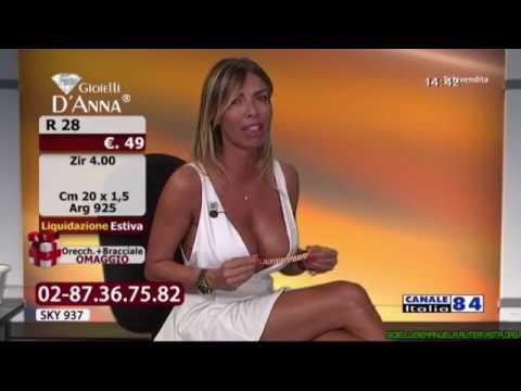 Italian Presenter Big Boobs - Gorgeous Woman thumbnail