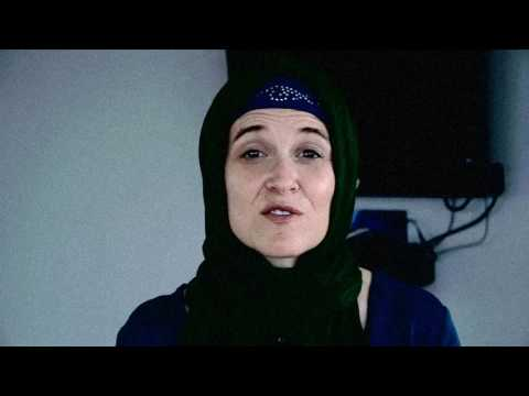 Betsy Hodges Mayor of Minneapolis wearing a hijab declares full support for all somali's