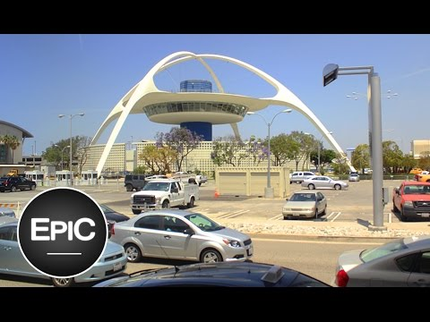 Los Angeles International Airport (LAX) / Aeropuerto Internacional de Los Ángeles - USA (HD)