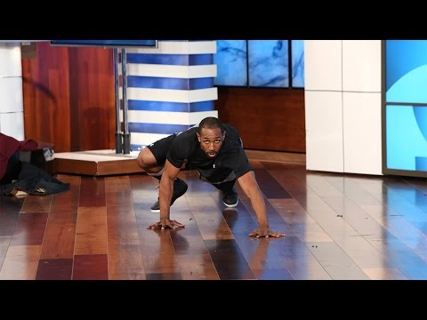 tWitch Strips Down for a Sexy Bear Crawl