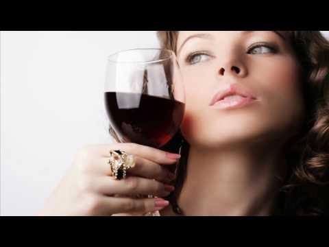 Можно ли пить во время месячных?