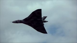 "Vulcan Bomber - Awesome Display & Amazing Loud ""Howl"" XH558 - Cleethorpes Airshow 2013"