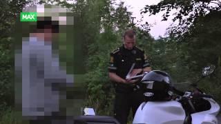 Nattpatruljen Stopper mopedist uten hjelp.