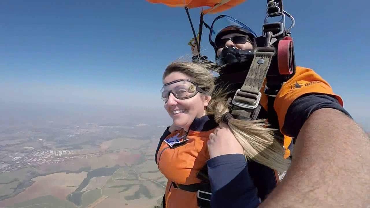 Salto de Paraquedas da Wanessa P na Queda Livre Paraquedismo 30 07 2016