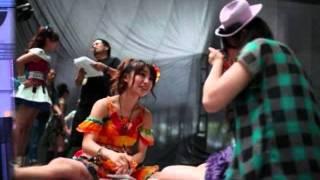 夢に向かう彼女は素敵です。 私は舞台上で歌う優子ちゃんが一番好きです...