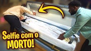 FLAGREI ELE TIRANDO UMA SELFIE COM O MORTO!