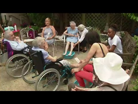 France heatwave: healthcare aides take precautions to protect the elderly