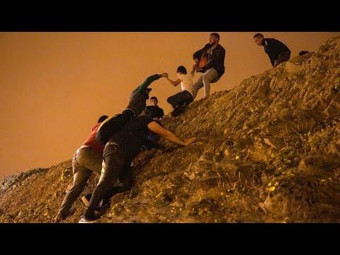إسبانيا: استدعاء سفيرة المغرب ونشر الجيش والشرطة على حدود سبتة بعد عبور آلاف المهاجرين  - نشر قبل 5 ساعة
