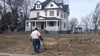 Midwest Diggers - Metal Detecting old churches in the Midwest - Lots of Silver