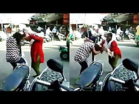 Fight Between Two Women In Ahmedabad | Gujarat | Video Goes Viral |