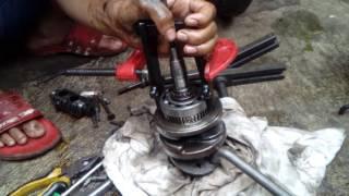 Cara melepas bearing kruk as yg menempel di daun kruk as, by: RSB Motor