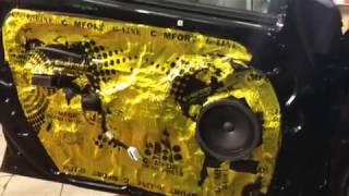 Сразу поверх виброизоляции на кузове этого Киа Сид клеится шумоизолирующий слой - все на видео