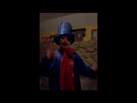 El Payaso Azul cuenta chistes graciosos que hacen reir