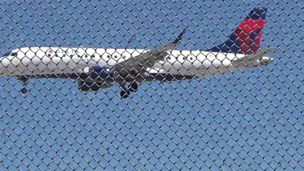 Delta Connection Embraer ERJ-170 landing at San Jose International ...