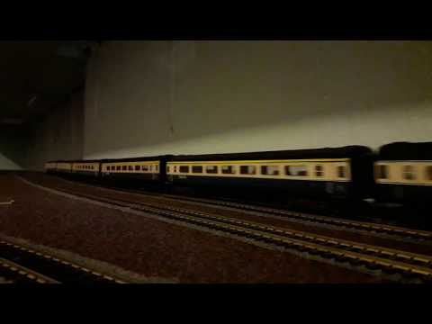 KTMB HO-scale Class 25204 MUTIARA with BR Intercity coaches - Part 1