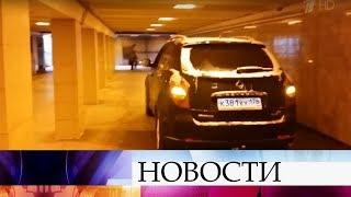 Смотреть видео Водитель внедорожника въехал в подземный переход метро в Санкт-Петербурге. онлайн
