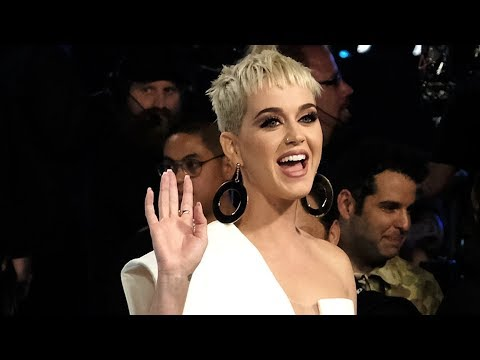 Katy Perry AVOIDS Announcing Taylor...