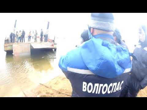 ЧП на паромной переправе в Володарском районе. КамАЗ упал в воду. Астрахань 2018