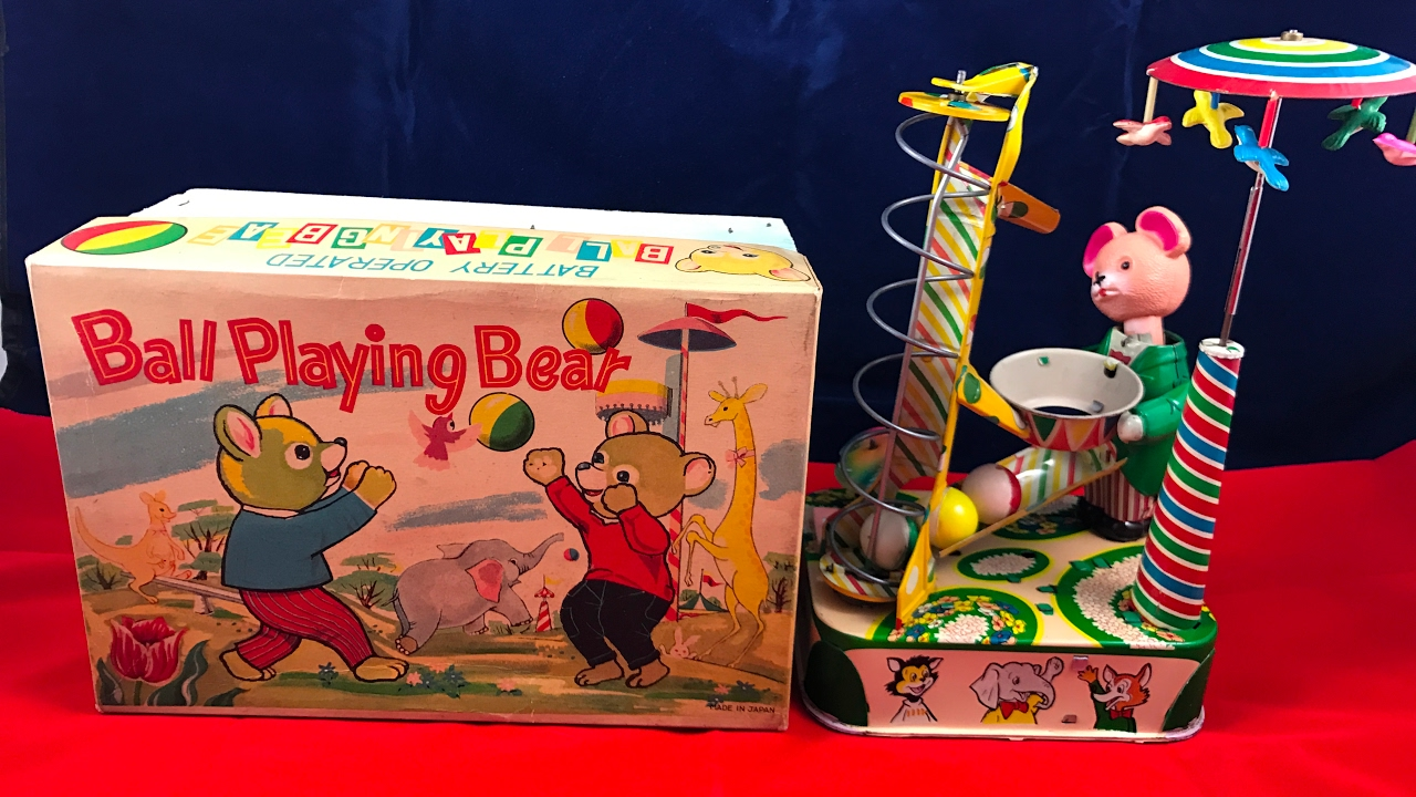 Ball Playing Bear Japan Battery Operated Tin Toy 1940s Youtube