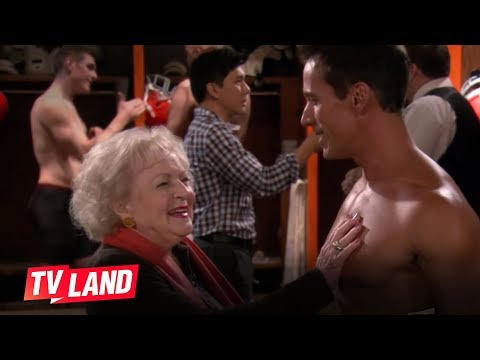 Hot In Cleveland Betty White Visits The Cleveland Browns