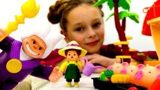 Игрушки Мончичи ловят поросят. Идеи для кукол - Мультики для девочек